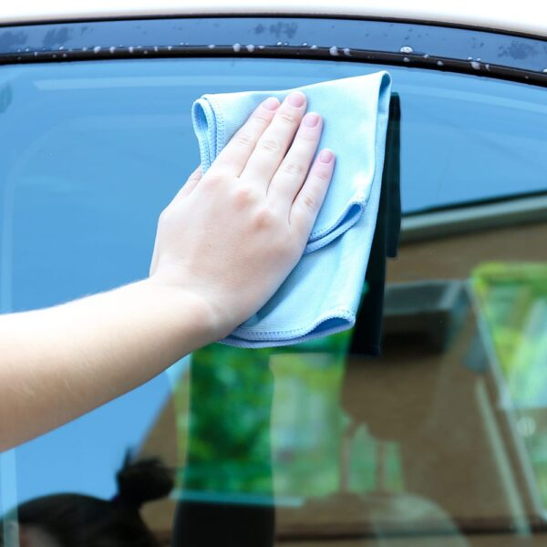 Blue Microfiber Cloth 20 gram used to clean car window