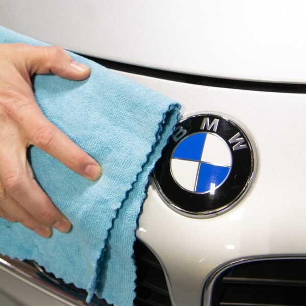 SmartEdge Microfiber - Blue cleaning BMW car closeup