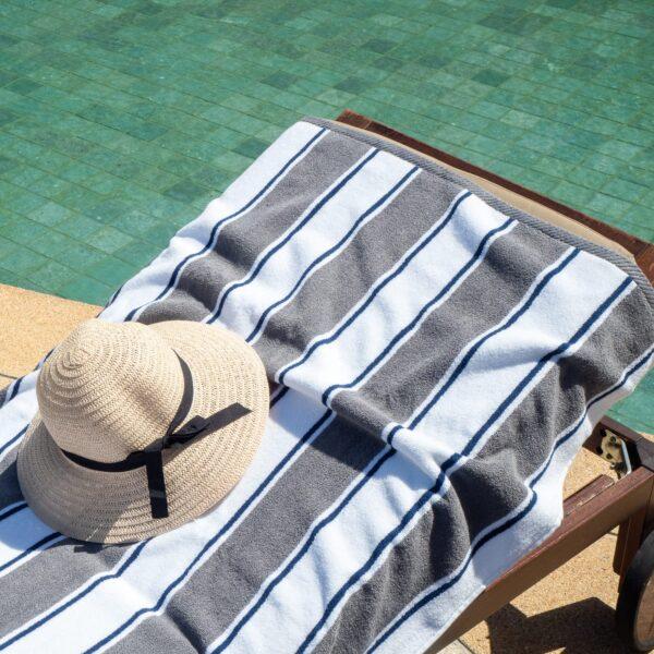 BT-PINSTR-25GB on pool chair